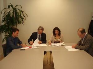 Oto, Rodríguez, García y Herreros firman el convenio de colaboración. (Navarra.es).