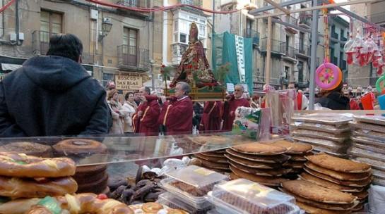 El paseo de Sarasate de Pamplona acoge el tradicional mercadillo de San Blás