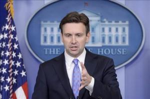 El portavoz adjunto de la Casa Blanca, Josh Earnest