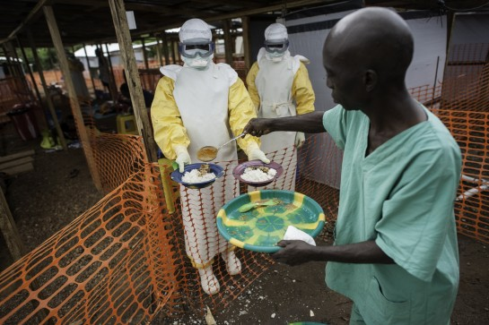 Médicos sin Fronteras pide apoyo para combatir el ébola en África al agotarse sus medios