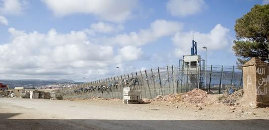 Unos 200 inmigrantes intentan saltar la valla de Melilla por segunda vez en 24 horas