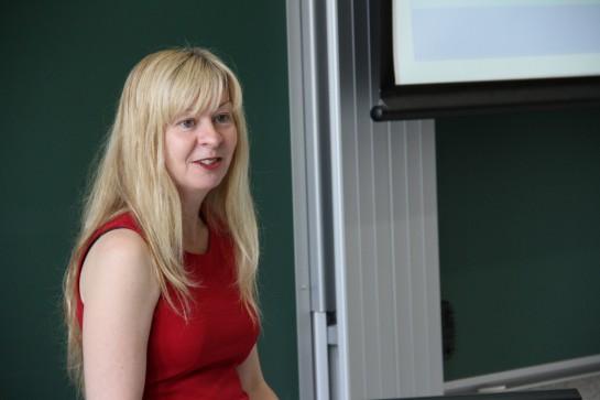 Una experta expone en la Universidad de Navarra cómo predecir comportamientos en internet
