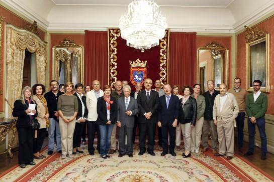 El Ayuntamiento de Pamplona recibe a una representación del VIII Congreso de Historia de Navarra