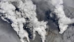 El volcán japonés Ontake entra en erupción causando un muerto