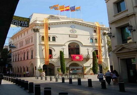 El ayuntamiento de Badalona, gobernado por el PP, apoya la consulta del 9-N gracias al apoyo del PSC