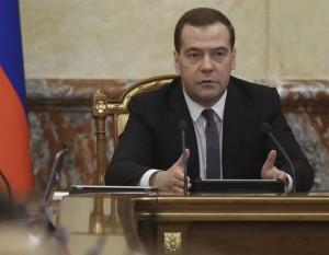 El primer ministro ruso dice que las nuevas sanciones contra Rusia podrían amenazar la seguridad mundial