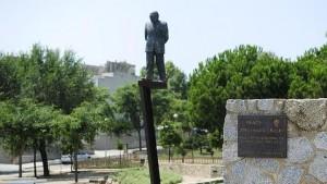 La estatua de Jordi Pujol, antes de ser derribada / ABC