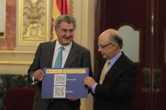 Posada recibe el proyecto de Presupuestos Generales del Estado de manos de Montoro