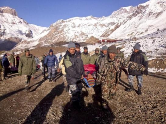 Al menos 85 montañeros continúan desaparecidos por el fuerte temporal en las montañas nepalíes