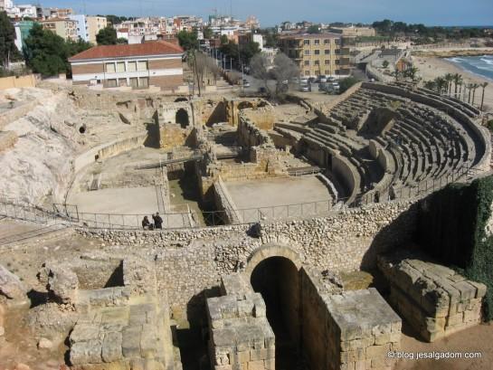 Una basílica en la arena de un anfiteatro romano