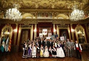 Asistentes a la recepción y autoridades posan en el Salón del Trono. Foto EP/Gobierno de Navarra