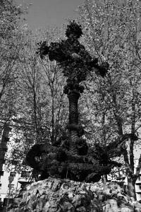 Cruz de la Plaza de la Cruz en el Ensanche d Pamplona. Foto: esculturas.pamplona