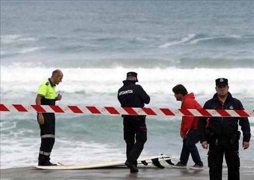 Mueren dos hermanos de Pamplona cuando practicaban surf en Zarauz
