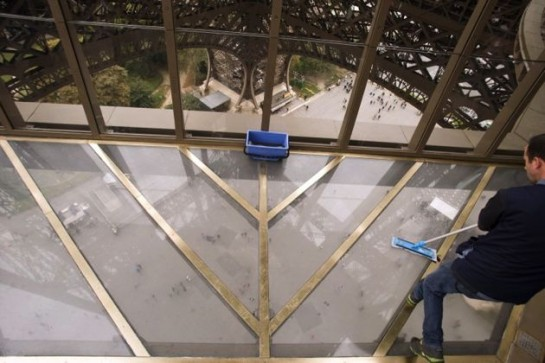 La Torre Eiffel se renueva con un suelo de vidrio que da vértigo