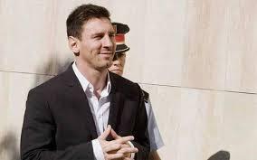 El juez envía a juicio a Messi y a su padre acusados de tres delitos fiscales