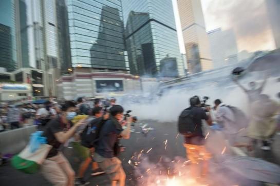 Los estudiantes desafían las amenazas del Gobierno chino y ocupan la calle en Hong Kong