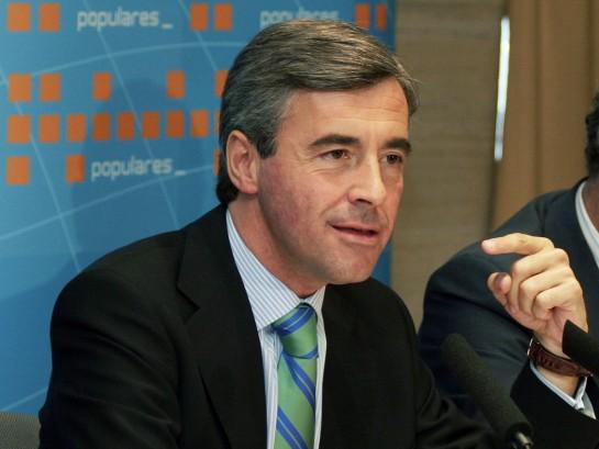 El juez Pablo Ruz imputa al exministro Ángel Acebes en relación con los papeles de Bárcenas