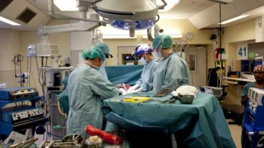 Nace el primer bebé de una mujer con útero trasplantado