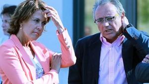La presidenta Yolanda Barcina y el expresidente Miguel Sanz. (Diario de Noticias).