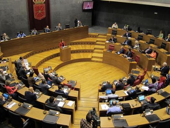 Yolanda Barcina recalca los pros de su gestión en el debate sobre el estado de la comunidad foral