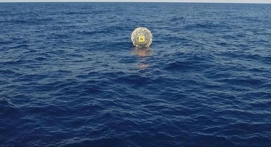 Rescatado un hombre en medio del Océano Atlántico metido en una burbuja acuática