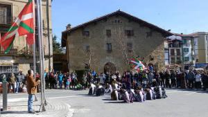 La ikurriña estaba en el centro de Alsasua. (Foto: D. Noticias).