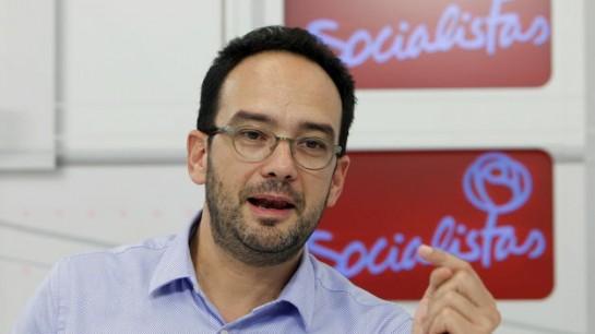 """Hernando (PSOE): """"Iglesias cree que ser socialdemócrata es ponerse una corbata durante 5 días"""""""