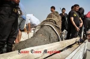 Entre los descubrimientos en el hay grandes bloques de piedra caliza y de granito rosa. Crédito: Luxor Times Magazine