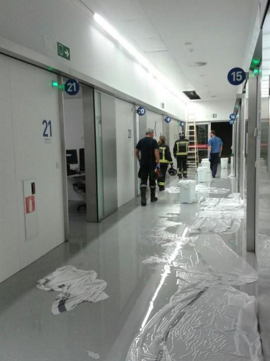 La rotura de una tubería causa una inundación en las nuevas Urgencias del CHN