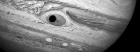 Fotografía del ojo de cíclope en el planeta Júpiter