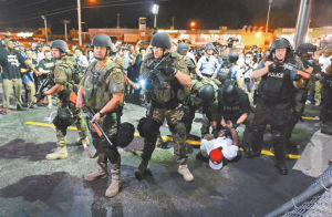 Uniformados-Guardia-Nacional-Ferguson-EFE_LRZIMA20140823_0043_11