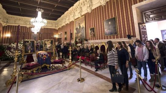Últimas horas de capilla ardiente de la duquesa de Alba antes del funeral en la Catedral de Sevilla