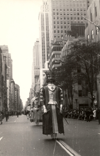 Una exposición fotográfica de los gigantes de Pamplona desfilando por la 5ª Avenida de Nueva York podrá verse en Bilbao hasta el 8 de febrero