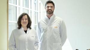 Los investigadores del CNIO, Mirna Pérez-Moreno y Donatello Castellana.