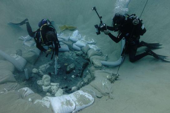 Descubren bajo el mar la primera estructura de madera de hace 7.700 años