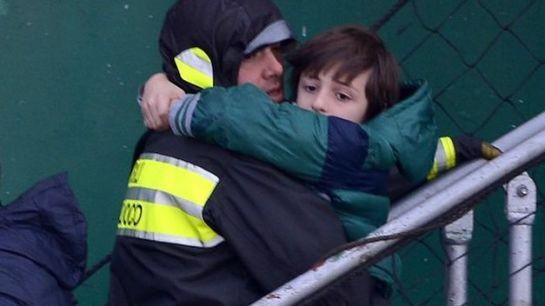 Italia completa la evacuación del ferry con ocho fallecidos