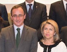 Alfonso Alonso y Carmen Peña hablan de Sovaldi. (Foto: www.prnoticias.com).