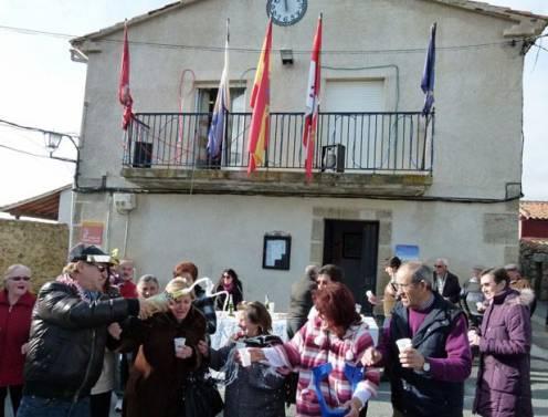 Un pueblo de Ávila anticipa las campanadas para irse a dormir pronto esta noche