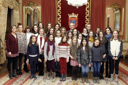 El alcalde de Pamplona recibe a las subcampeonas de España de gimnasia rítmica