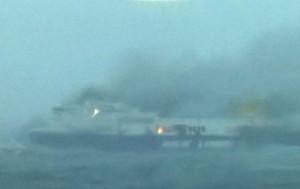 El fuego comenzó a las 4:00 horas de la madrugada (Foto tomada de Twitter)