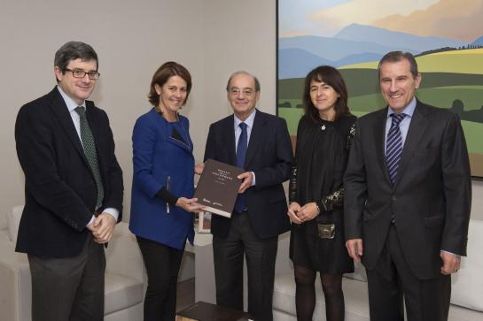 La Presidenta Barcina recibe a Jesús Prieto Valtuña, Premio Nacional de Investigación de Medicina