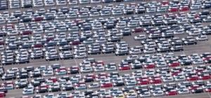 Campa de coches en el puerto de Tarragona, preparados para la exportación. DR
