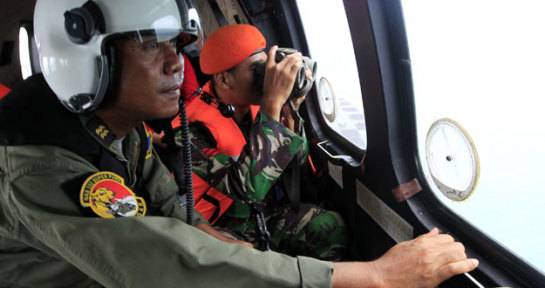 Indonesia halla restos del avión siniestrado con 162 personas