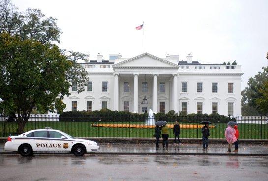 Dos miembros del servicio secreto ebrios estrellan un coche oficial contra las barreras de la Casa Blanca