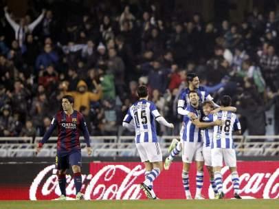 El Barcelona cae en Anoeta y no aprovecha la derrota del Madrid