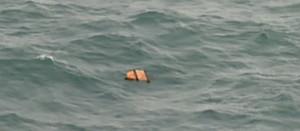 Restos del avión de AirAsia hallados en el mar de Java