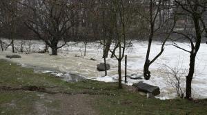 Fallece una persona al verse arrastrado por el río en su furgoneta en Los Arcos (Navarra)