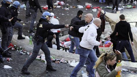 Aficionados del Feyenoord siembran el caos en Roma
