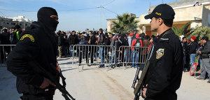 Agentes de la Policía de Túnez durante luna  operación antiterrorista. DR