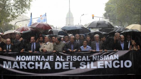 Multitudinaria marcha de silencio en homenaje a Nisman en Buenos Aires